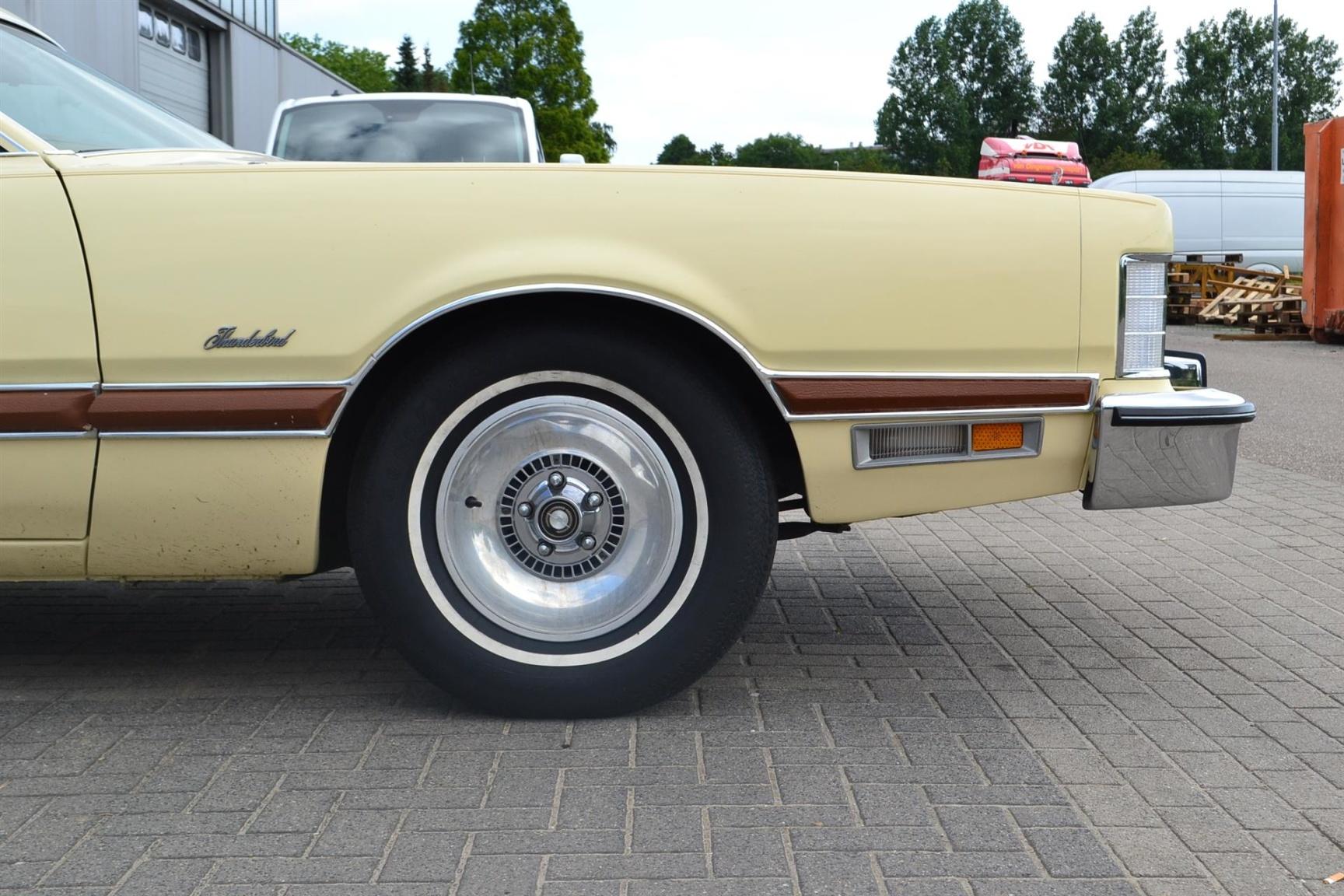 Ford-Thunderbird-5