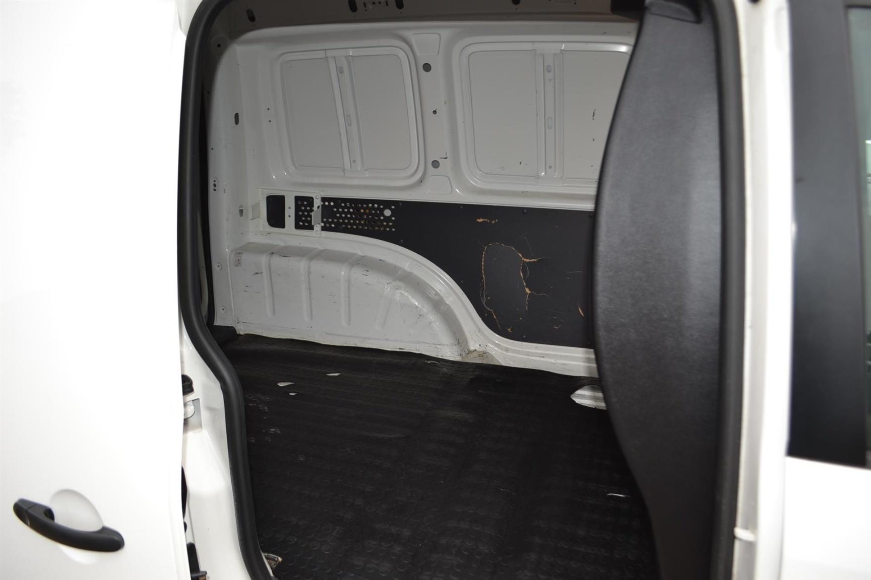 Volkswagen-Caddy-34